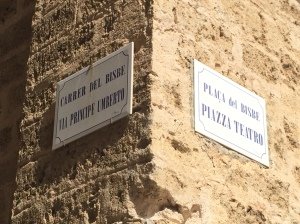 Street sign in Alghero in both Italian and Algueres